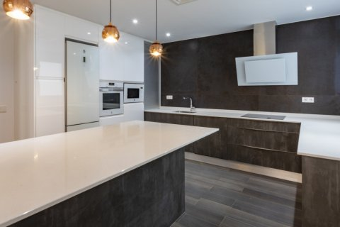 Apartment for sale in Madrid, Spain, 4 bedrooms, 290.00m2, No. 2043 – photo 1