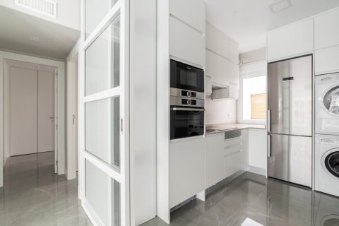 Apartment for sale in Madrid, Spain, 3 bedrooms, 93.00m2, No. 2039 – photo 5