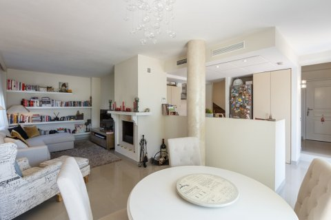 Penthouse for sale in Estepona, Malaga, Spain, 2 bedrooms, 143.00m2, No. 1683 – photo 3