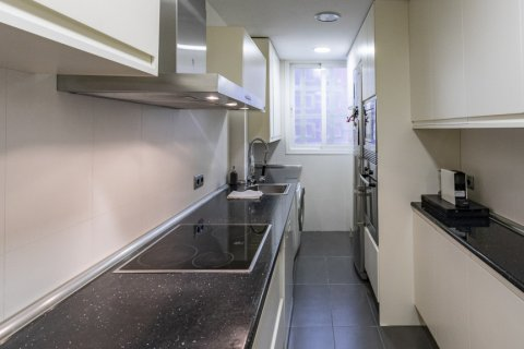Apartment for sale in Madrid, Spain, 4 bedrooms, 122.00m2, No. 2013 – photo 2