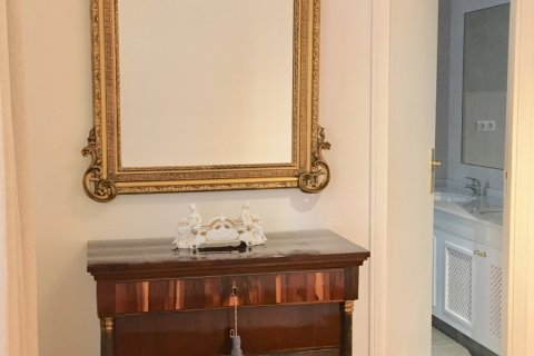 Apartment for rent in Madrid, Spain, 7 bedrooms, 150.00m2, No. 1624 – photo 17
