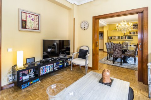 Apartment for sale in Madrid, Spain, 5 bedrooms, 232.00m2, No. 2190 – photo 5