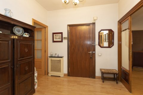 Apartment for sale in Madrid, Spain, 5 bedrooms, 322.00m2, No. 2584 – photo 11