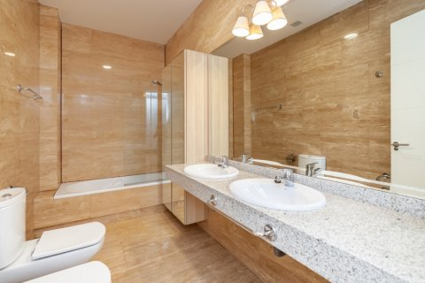 Apartment for rent in Madrid, Spain, 4 bedrooms, 190.00m2, No. 1474 – photo 23