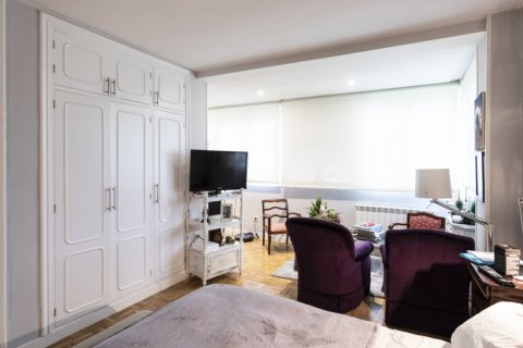 Apartment for sale in Madrid, Spain, 4 bedrooms, 122.00m2, No. 2013 – photo 24