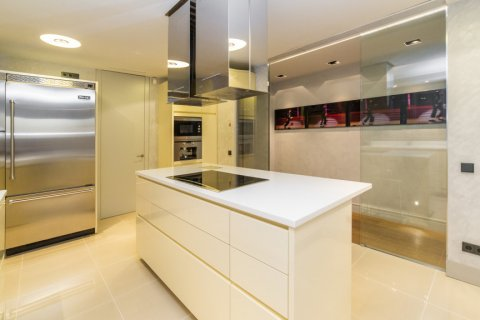 Apartment for sale in Madrid, Spain, 3 bedrooms, 322.00m2, No. 2564 – photo 17