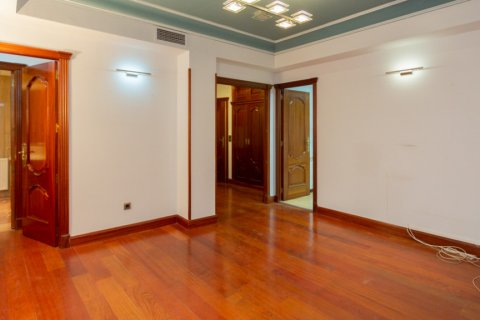 Apartment for sale in Madrid, Spain, 4 bedrooms, 196.00m2, No. 2199 – photo 4
