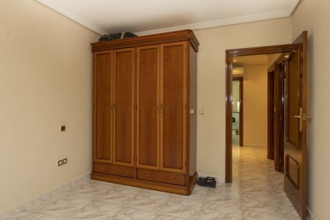 Apartment for sale in Madrid, Spain, 5 bedrooms, 114.00m2, No. 2670 – photo 18
