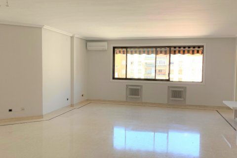 Apartment for rent in Madrid, Spain, 4 bedrooms, 180.00m2, No. 1843 – photo 1