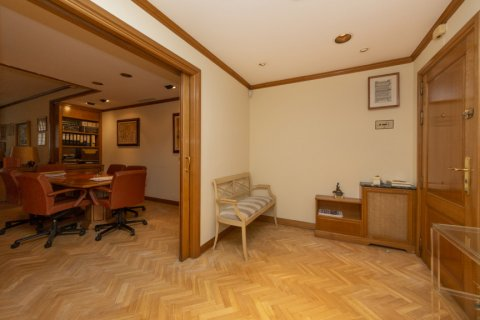Apartment for sale in Madrid, Spain, 4 bedrooms, 206.00m2, No. 2284 – photo 28