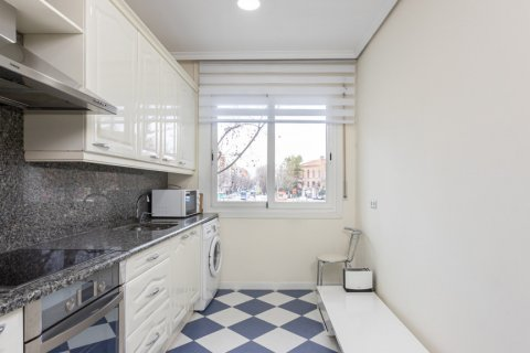 Apartment for sale in Madrid, Spain, 3 bedrooms, 147.00m2, No. 2026 – photo 26
