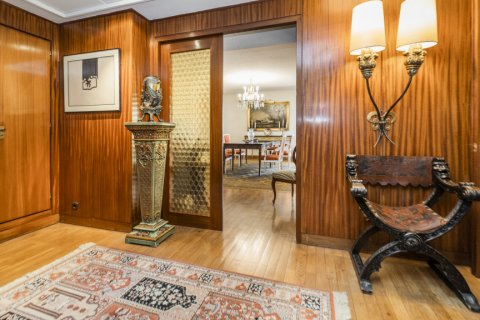 Apartment for sale in Madrid, Spain, 6 bedrooms, 414.00m2, No. 2470 – photo 2