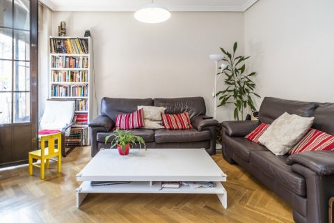 Apartment for sale in Madrid, Spain, 3 bedrooms, 132.00m2, No. 1868 – photo 2