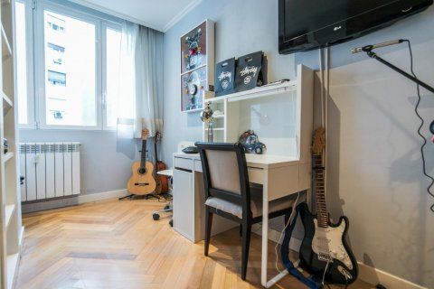 Apartment for sale in Madrid, Spain, 5 bedrooms, 236.00m2, No. 1569 – photo 19