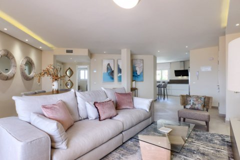 Penthouse for sale in Estepona, Malaga, Spain, 3 bedrooms, 125.00m2, No. 2225 – photo 6