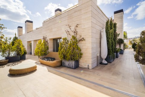 Penthouse for sale in Madrid, Spain, 3 bedrooms, 239.00m2, No. 1699 – photo 1