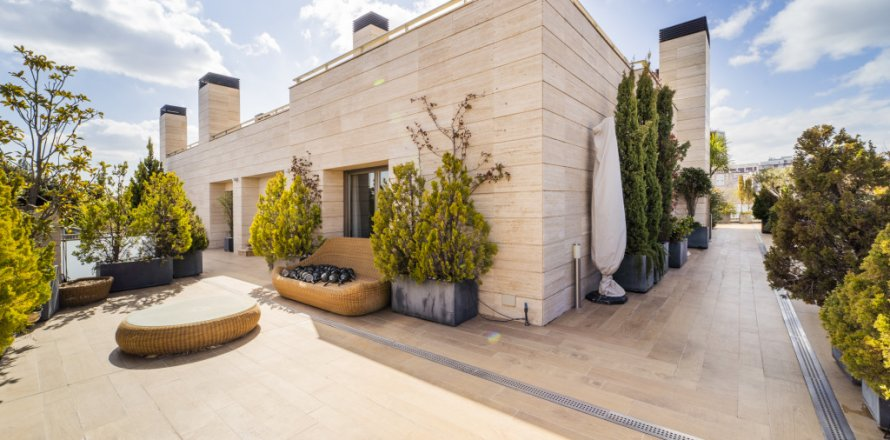 Penthouse in Madrid, Spain 3 bedrooms, 239.00 sq.m. No. 1699