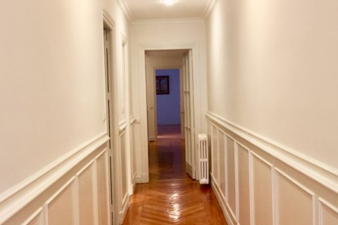 Apartment for rent in Madrid, Spain, 7 bedrooms, 150.00m2, No. 1624 – photo 14