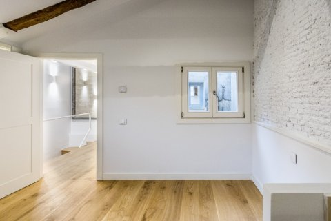 Duplex for sale in Madrid, Spain, 2 bedrooms, 125.00m2, No. 1549 – photo 20