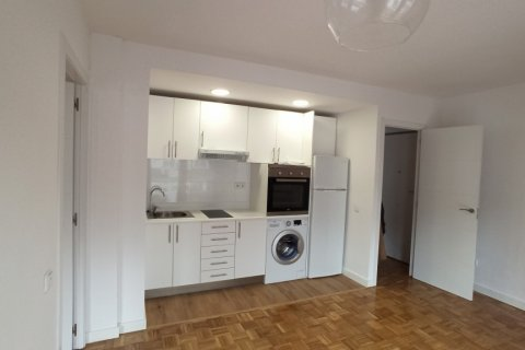 Apartment for rent in Madrid, Spain, 1 bedroom, 55.00m2, No. 2610 – photo 10