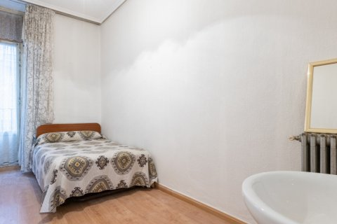 Apartment for sale in Madrid, Spain, 9 bedrooms, 215.00m2, No. 2500 – photo 26