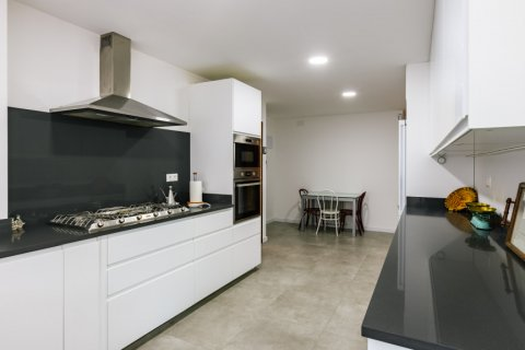 Apartment for sale in Madrid, Spain, 6 bedrooms, 355.00m2, No. 2376 – photo 13