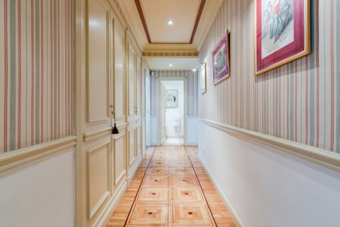 Apartment for sale in Madrid, Spain, 4 bedrooms, 298.00m2, No. 1992 – photo 13