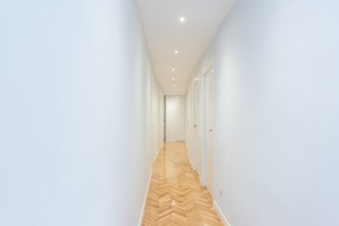 Apartment for sale in Madrid, Spain, 3 bedrooms, 147.00m2, No. 2026 – photo 17