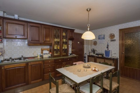 Apartment for sale in Madrid, Spain, 6 bedrooms, 216.00m2, No. 1921 – photo 3