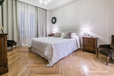 Apartment for sale in Madrid, Spain, 5 bedrooms, 236.00m2, No. 1569 – photo 24