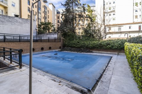 Apartment for sale in Madrid, Spain, 7 bedrooms, 223.00m2, No. 2714 – photo 4