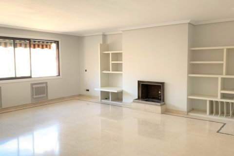 Apartment for rent in Madrid, Spain, 4 bedrooms, 180.00m2, No. 1843 – photo 4
