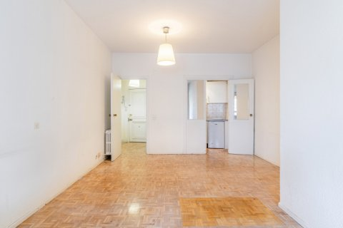 Apartment for sale in Madrid, Spain, 52.00m2, No. 2025 – photo 3