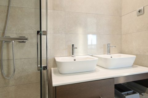 Apartment for sale in Madrid, Spain, 4 bedrooms, 200.00m2, No. 2361 – photo 19