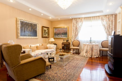 Duplex for sale in Madrid, Spain, 5 bedrooms, 514.00m2, No. 1493 – photo 6