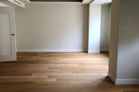 Apartment for rent in Madrid, Spain, 3 bedrooms, 185.00m2, No. 2583 – photo 9