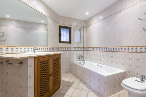 Penthouse for sale in Marbella, Malaga, Spain, 2 bedrooms, 135.73m2, No. 2019 – photo 12