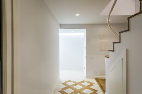 Duplex for sale in Madrid, Spain, 2 bedrooms, 125.00m2, No. 1549 – photo 5