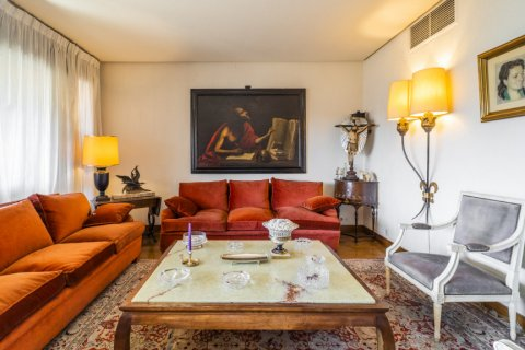 Apartment for sale in Madrid, Spain, 6 bedrooms, 414.00m2, No. 2470 – photo 11