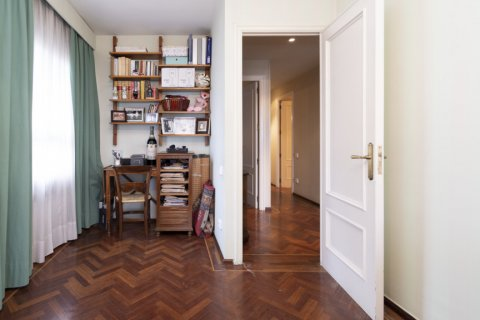 Apartment for sale in Madrid, Spain, 4 bedrooms, 189.00m2, No. 2370 – photo 16