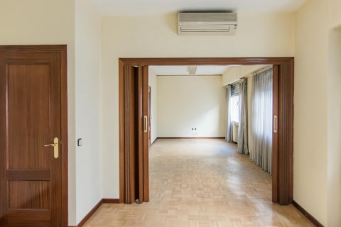 Apartment for sale in Madrid, Spain, 4 bedrooms, 261.00m2, No. 1652 – photo 18
