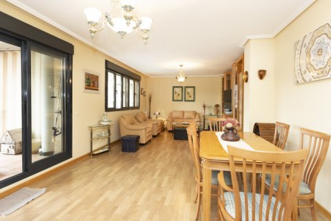 Apartment for sale in Getafe, Madrid, Spain, 4 bedrooms, 242.00m2, No. 2480 – photo 1