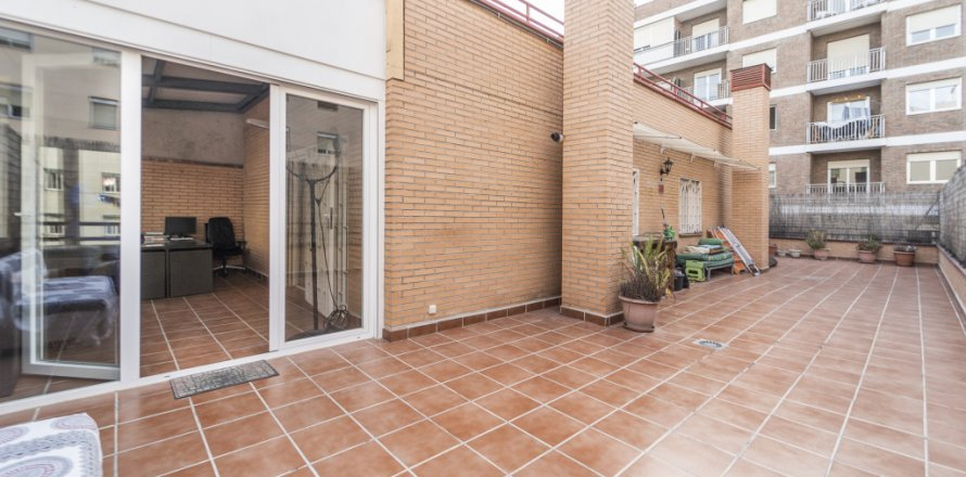 Penthouse in Madrid, Spain 2 bedrooms, 91.00 sq.m. No. 2113