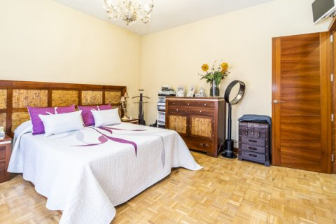 Apartment for sale in Madrid, Spain, 5 bedrooms, 232.00m2, No. 2190 – photo 26