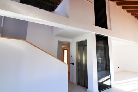 Duplex for sale in Madrid, Spain, 4 bedrooms, 220.46m2, No. 1975 – photo 2