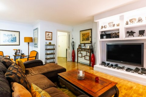 Apartment for sale in Madrid, Spain, 4 bedrooms, 202.00m2, No. 2710 – photo 9