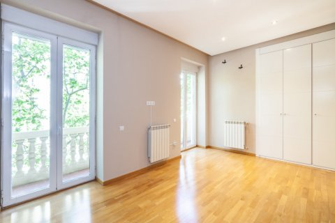 Apartment for rent in Madrid, Spain, 4 bedrooms, 190.00m2, No. 1474 – photo 26