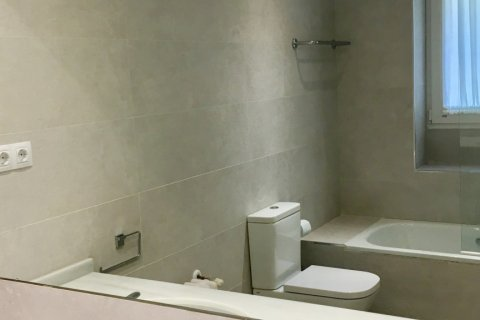 Apartment for rent in Madrid, Spain, 7 bedrooms, 150.00m2, No. 1624 – photo 15