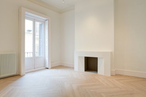 Apartment for sale in Madrid, Spain, 3 bedrooms, 185.00m2, No. 2098 – photo 3