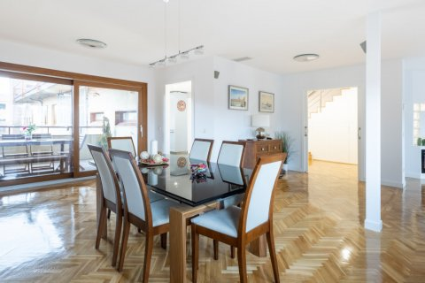 Duplex for sale in Madrid, Spain, 5 bedrooms, 216.00m2, No. 2360 – photo 2